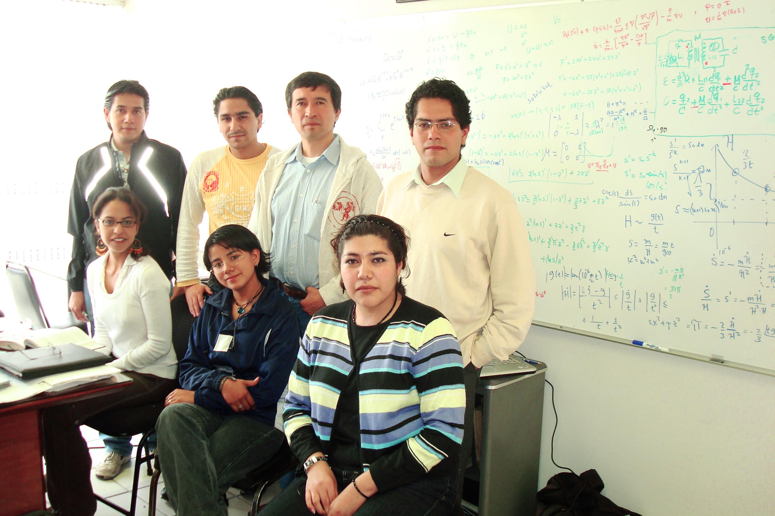 Con algunos estudiantes y estudiantes de ellos en Pachuca (click en la ...